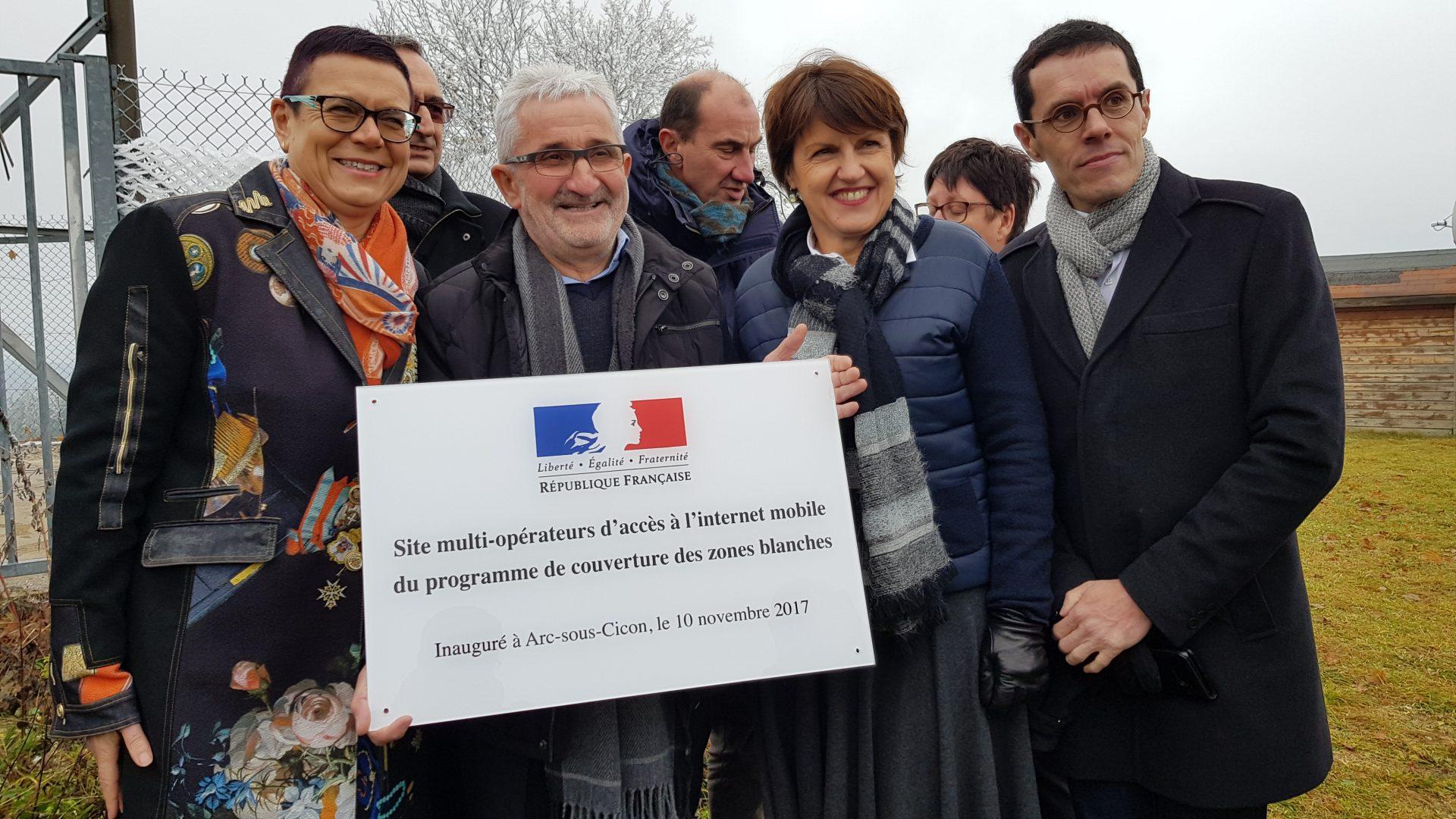 3/10 Plaque d'inauguration du site multi-opérateurs à Arc-sous-Cicon